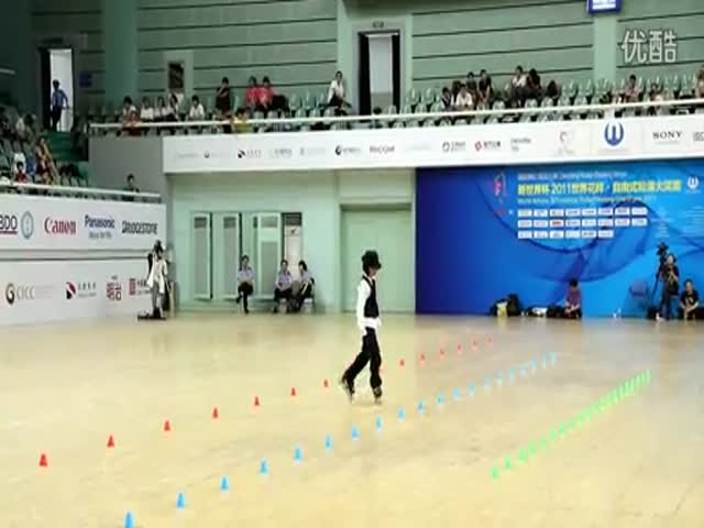 Chinese Girl's Amazing Inline Skating Routine to 'Beat It'