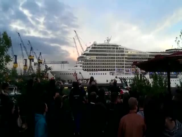 Cruise Ship Plays 'Seven Nation Army' on Horns
