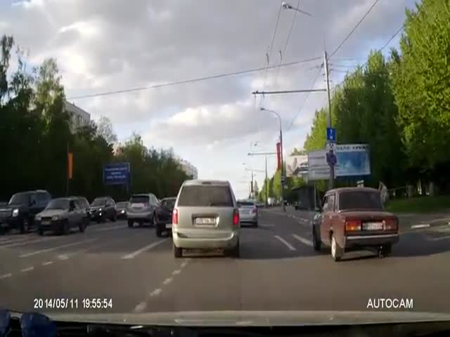 Road Rage Driver Gets a Taste of Instant Karma but Also Nearly Kills an Innocent Bystander  (VIDEO)