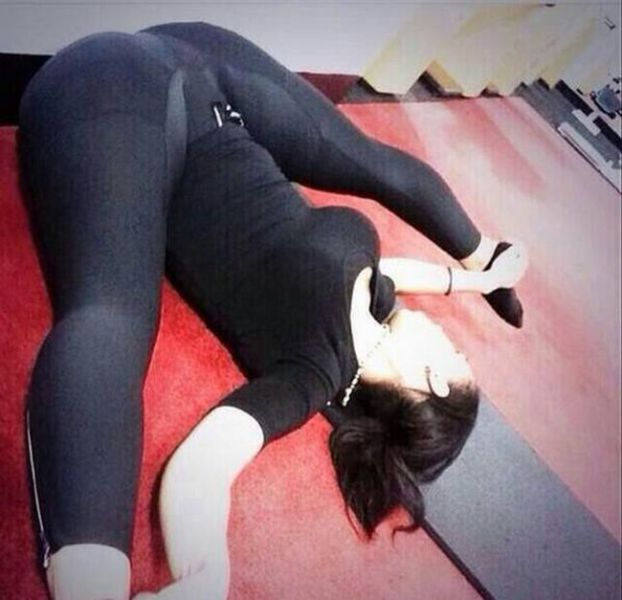 Revealing yoga pants pics