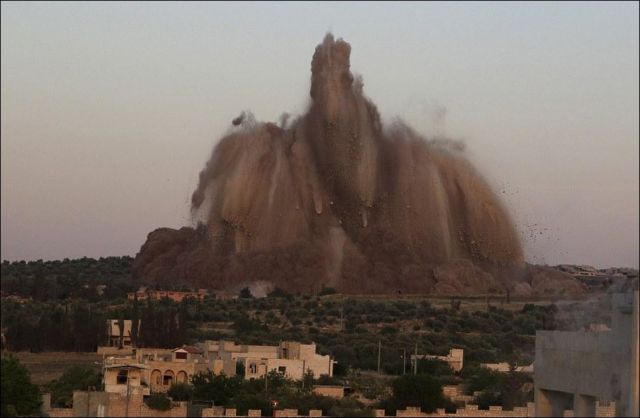 Syrian Rebels Ignite 60 Tons of Explosives