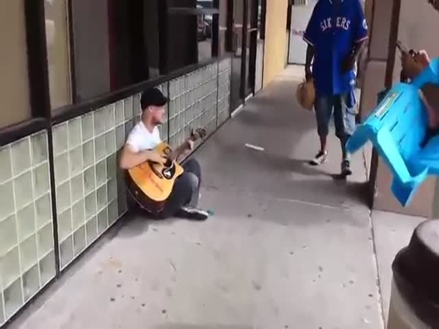 Street Musician Has Amazing Impromptu Jam Session with Two Strangers