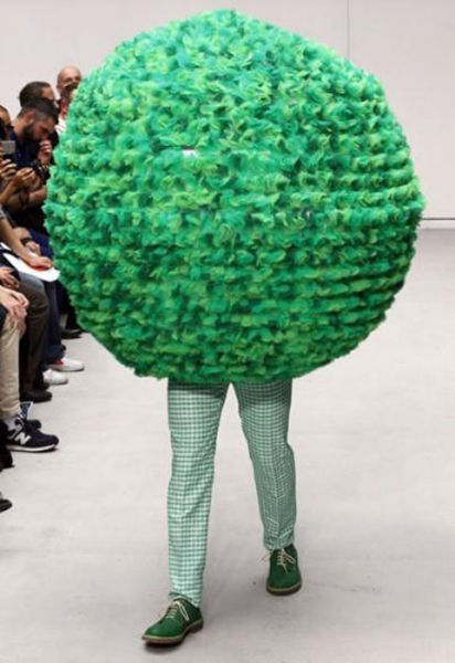 Fashion Runway Clothing That Is Weird And Wacky 34 Pics