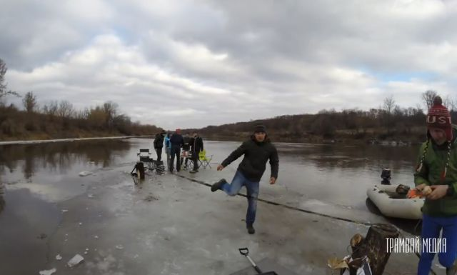 Slacklining and BBQing on a Piece of Ice in Russia