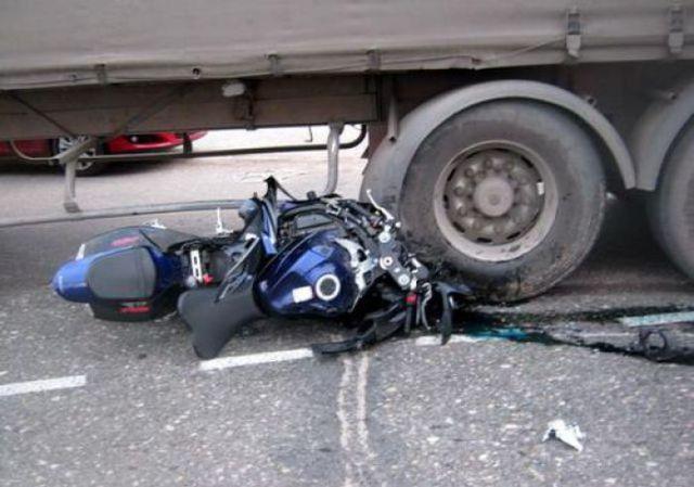 Beware Driving In The Blind Spot Of A Semi Truck 2 Pics Izismile Com