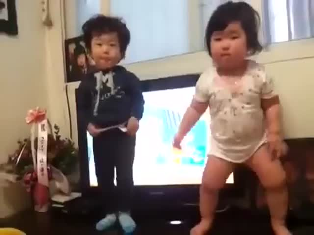 Chubby Korean Baby Dancing Is Adorable