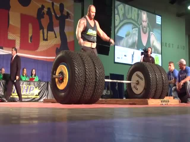 The Mountain from 'Game of Thrones' Deadlifts 1,000 Pounds