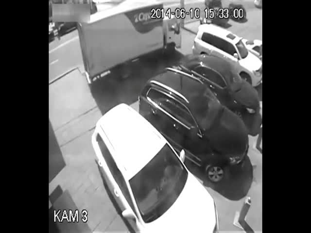 Reversing Truck vs Pedestrian  (VIDEO)