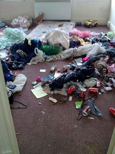Family Leave House in Shocking State before Moving Out