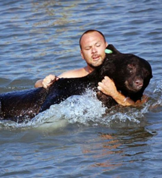 The Man Who Risked His Life to Save a Deadly Animal