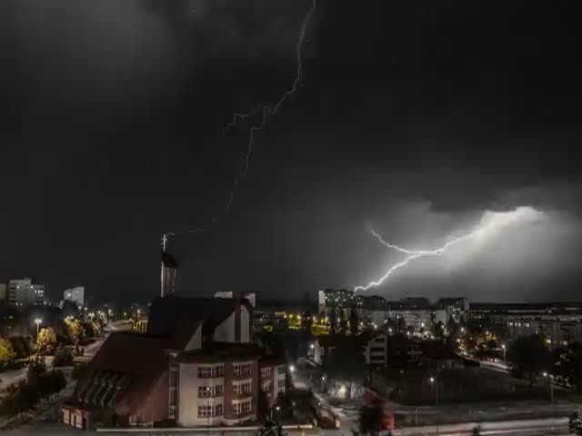 Amazing Time Lapse Footage of a Night Thunderstorm in Poland