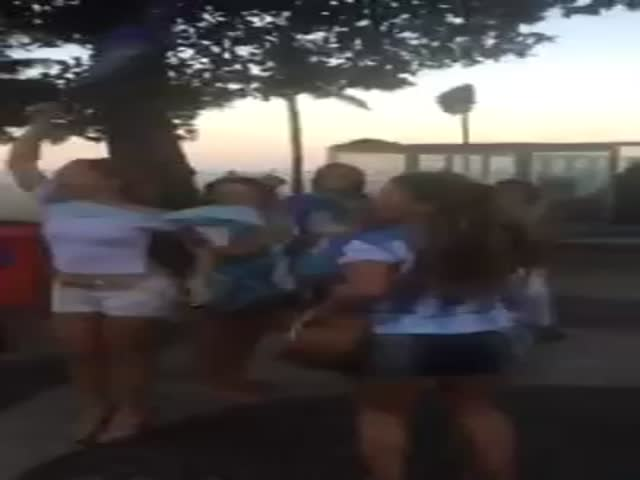 Mexicans Troll Argentina Fans  (VIDEO)