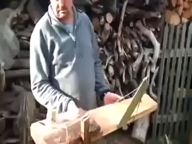 An Ingenious Way of Cutting Wood  (VIDEO)