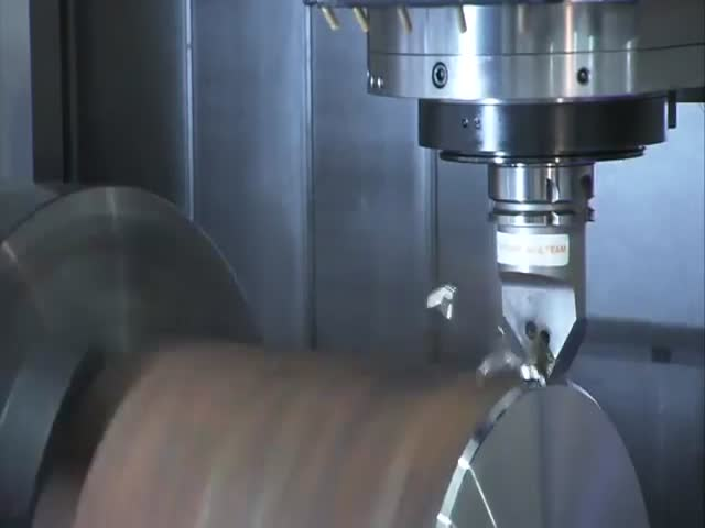 This Metal Milling Machine Is Freaking Mesmerizing