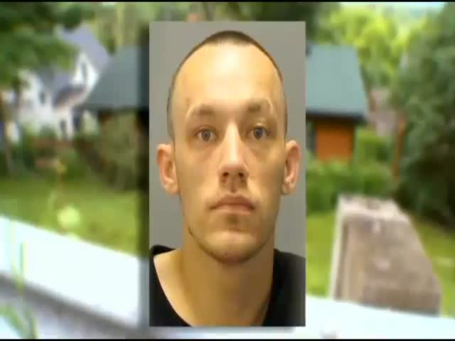 World's Dumbest Burglar?  (VIDEO)