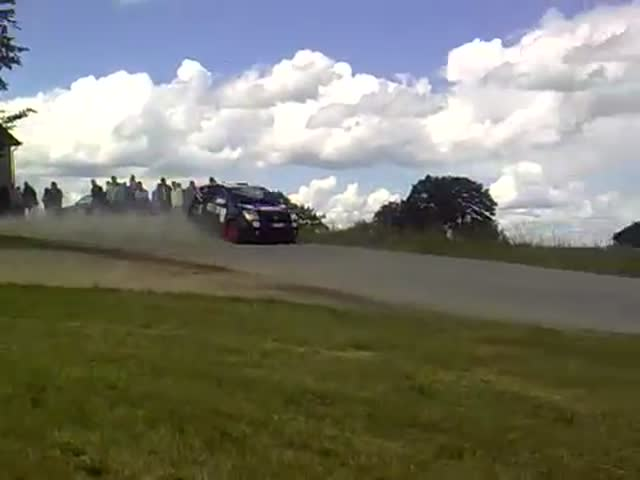 Extreme Close Call for These Rally Fans