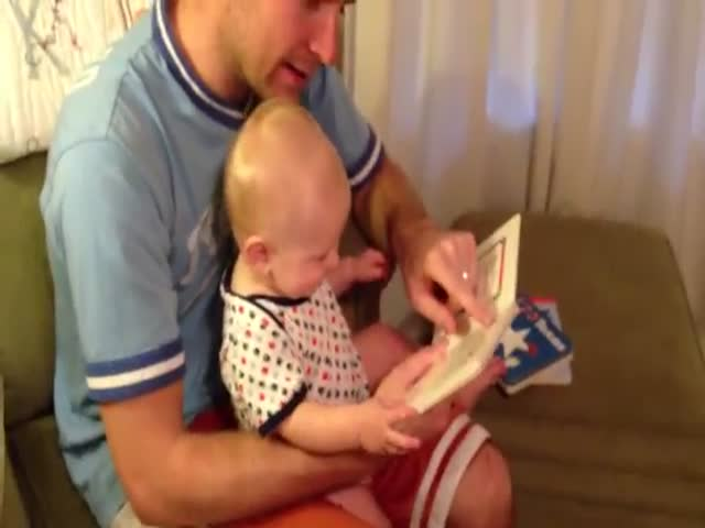 Funny Book Has Baby in Fits of Laughter  (VIDEO)