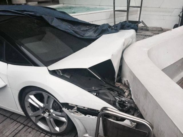 Hotel Valet Crashes a Luxury Lamborghini