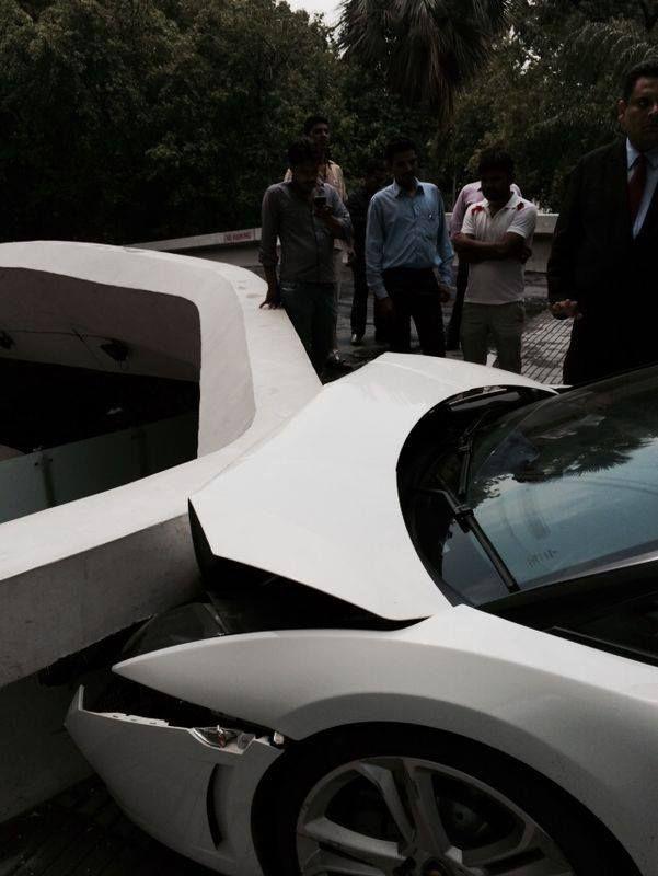 Hotel Valet Crashes a Luxury Lamborghini