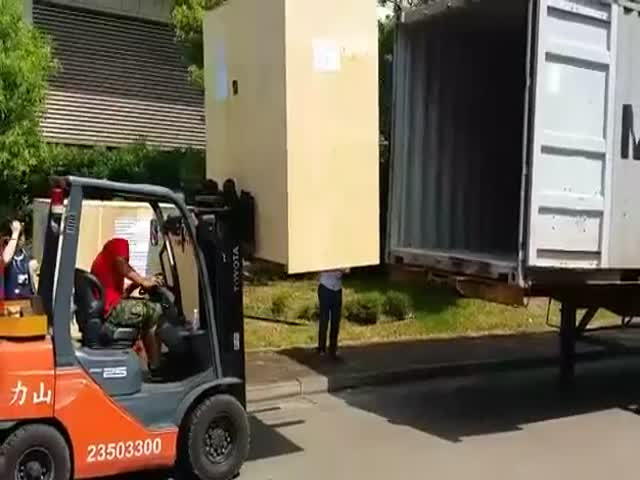 Great Teamwork with Forklifts