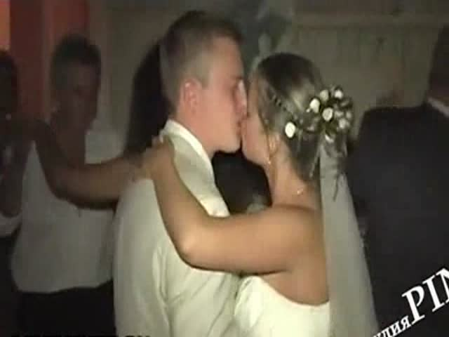 Now, That's a 'Hot' Wedding Dance!
