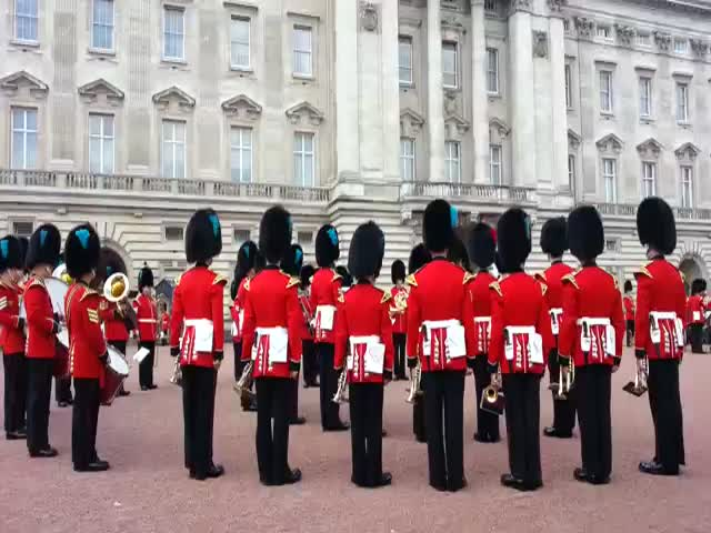The Queen's Guards Interpret the 'Game of Thrones' Theme Song  (VIDEO)