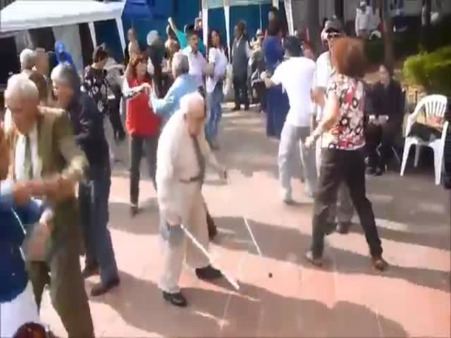 Elderly Man Ditches His Canes and Starts Busting Moves