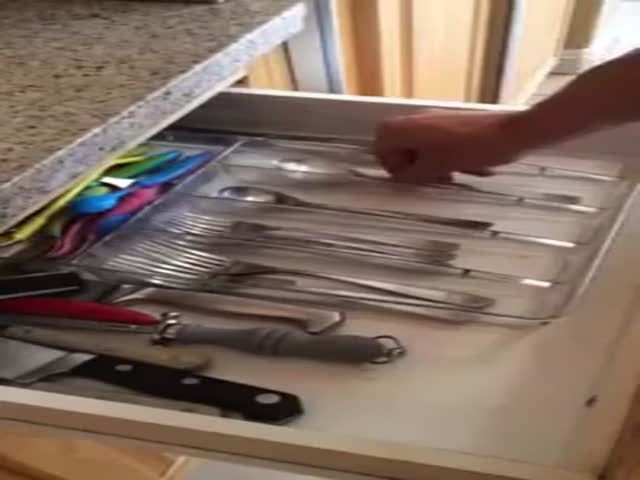 Guy Turns Kitchen Drawer into Drum Set and Performs Insane Solo