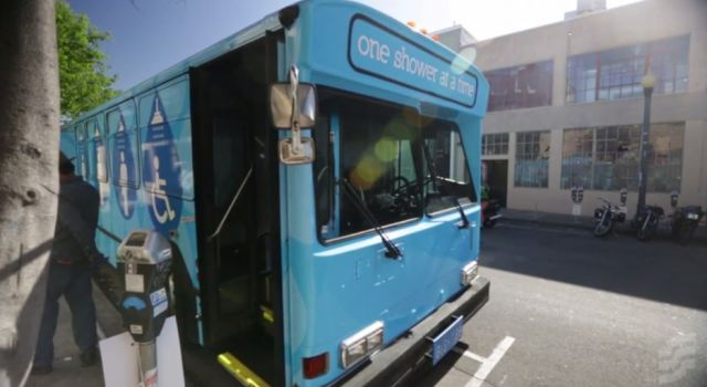 Adapted Buses in San Francisco Allow the Homeless to Take a Shower