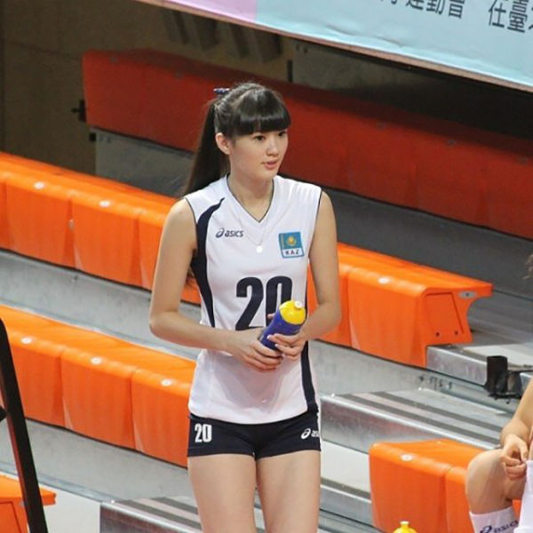 A Girl Who Is Too Hot for Volleyball