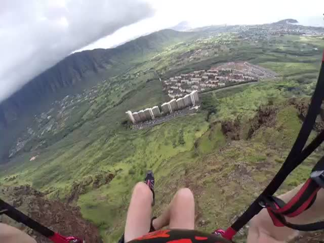 Crazy Paraglider Swoops Right in Between Two Buildings