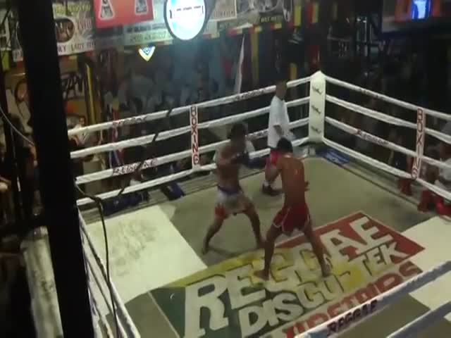 Muay Thai Fight with Unexpected Turn of Events