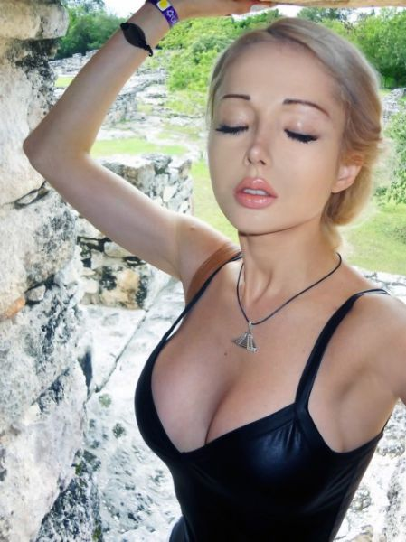 Valeria Lukyanova Is Now a Sporty Girl Too