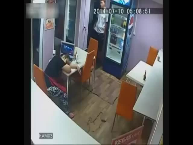 The Easiest Robbery Ever  (VIDEO)