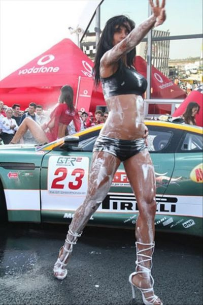 Girls Who Make Washing a Car Look Sexy