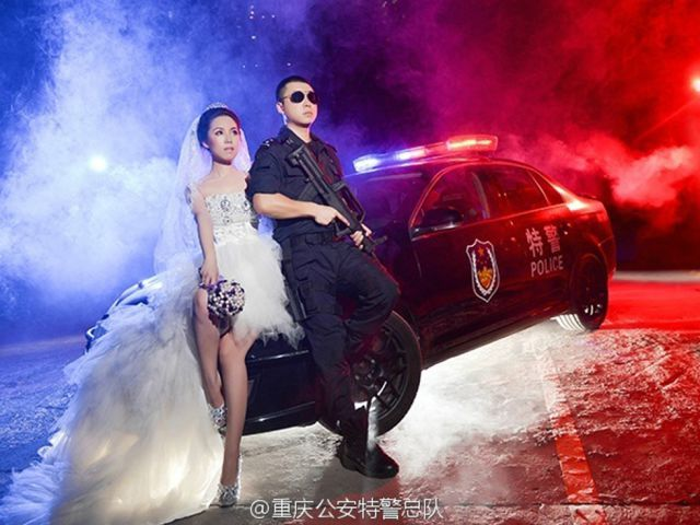 Chinese SWAT Officer Takes Wedding Photos on the Job
