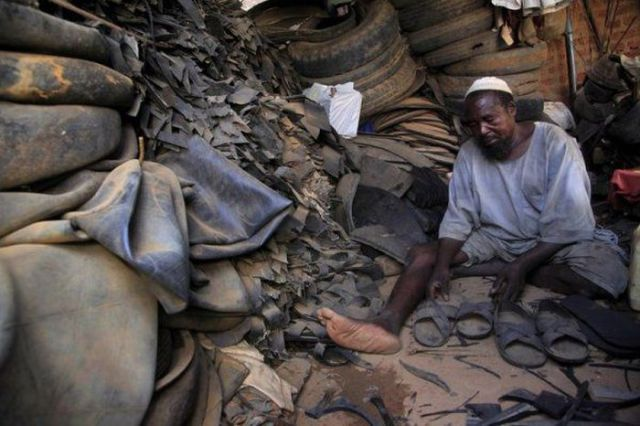 Kenyan Locals Find a Clever Use for Old Tyres