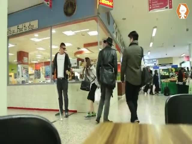 Blind Man vs Thieves Prank  (VIDEO)