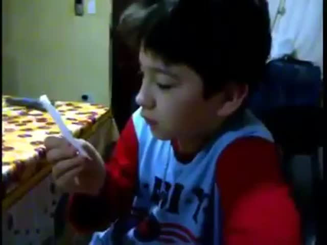 Kid Shows Nothing but Gratitude for Chopping Board Birthday Present  (VIDEO)
