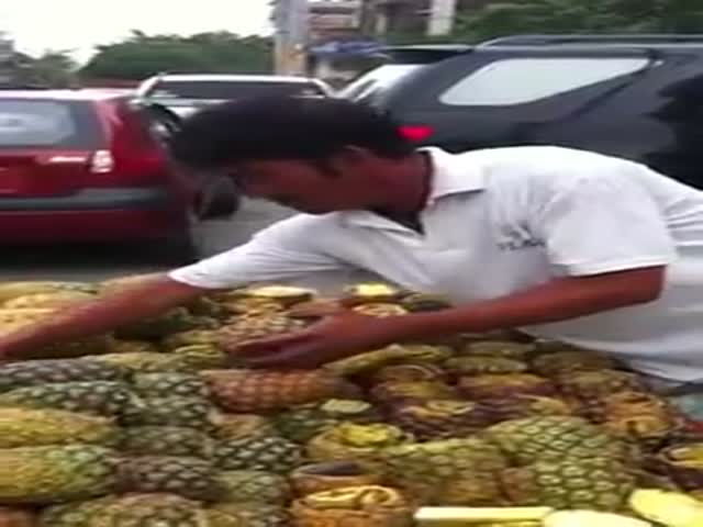 A Simple Technique for Peeling Pineapples Quickly