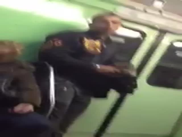 Gypsy Phone Thief Targets a Victim on the Hungarian Metro