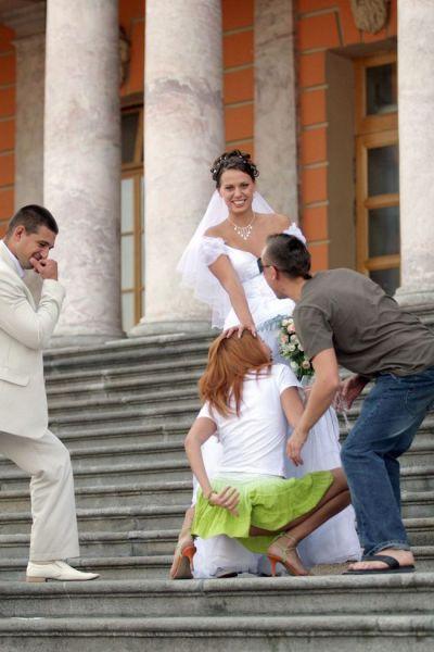 Drunk Bridesmaid Turns Cheeky in Wedding Photos