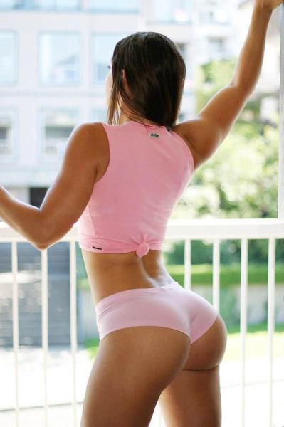 Girls Rock Their Perky Bums in Style