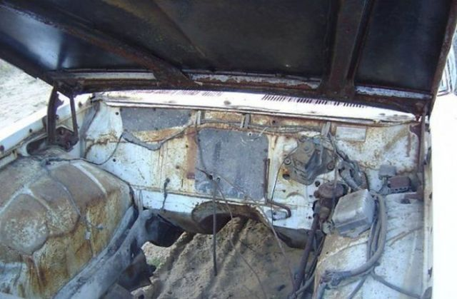 Owner of Rusty Old Pontiac Makes a Fortune on eBay