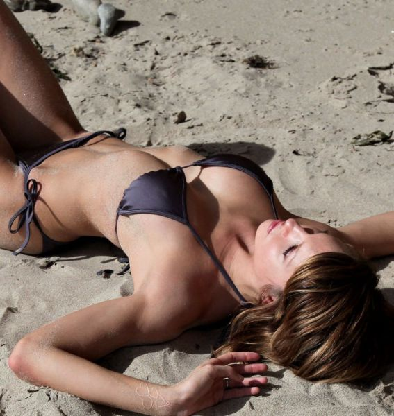 Skimpy Bikinis Make Summer a Super Sexy Season!