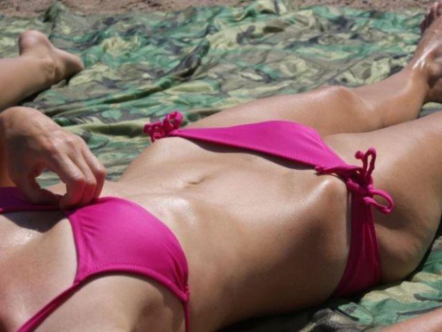 """Girls Who Make the """"Bikini Bridge"""" Look Sexy"""