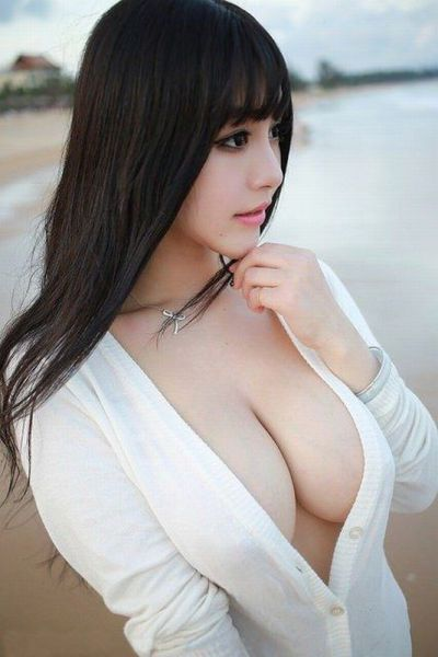 Busty Girls with Maximum Sex Appeal