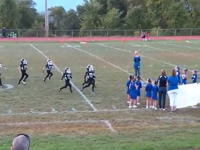 Pee Wee Football Team vs Own Banner  (VIDEO)