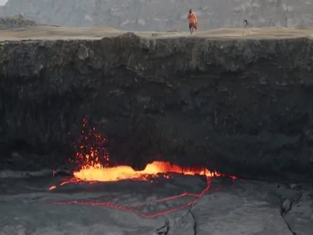 What Happens When You Throw a Full Propane Gas Tank into Lava