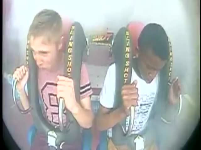 Guy Passes Out 3 Times on Slingshot Ride  (VIDEO)